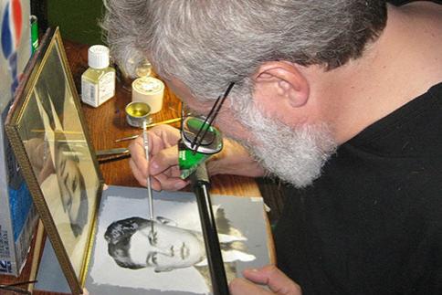 Tim Jenison demonstrating his copying technique.